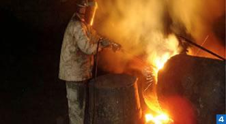 夜間での大型鋳物の熔断作業